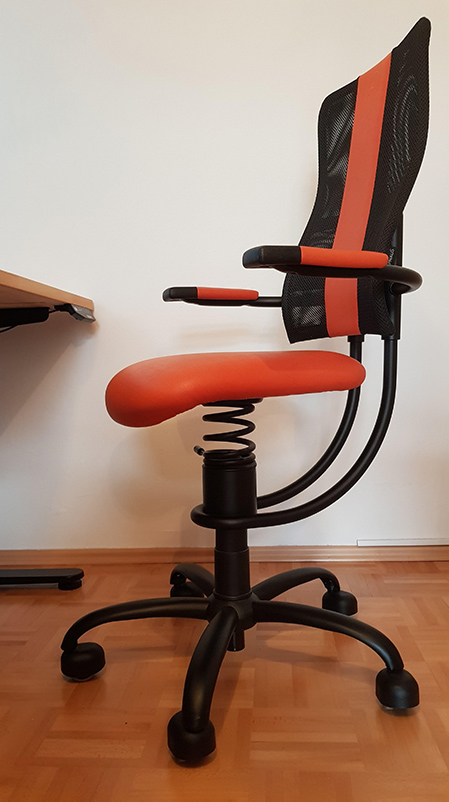 lovro-remote-chair