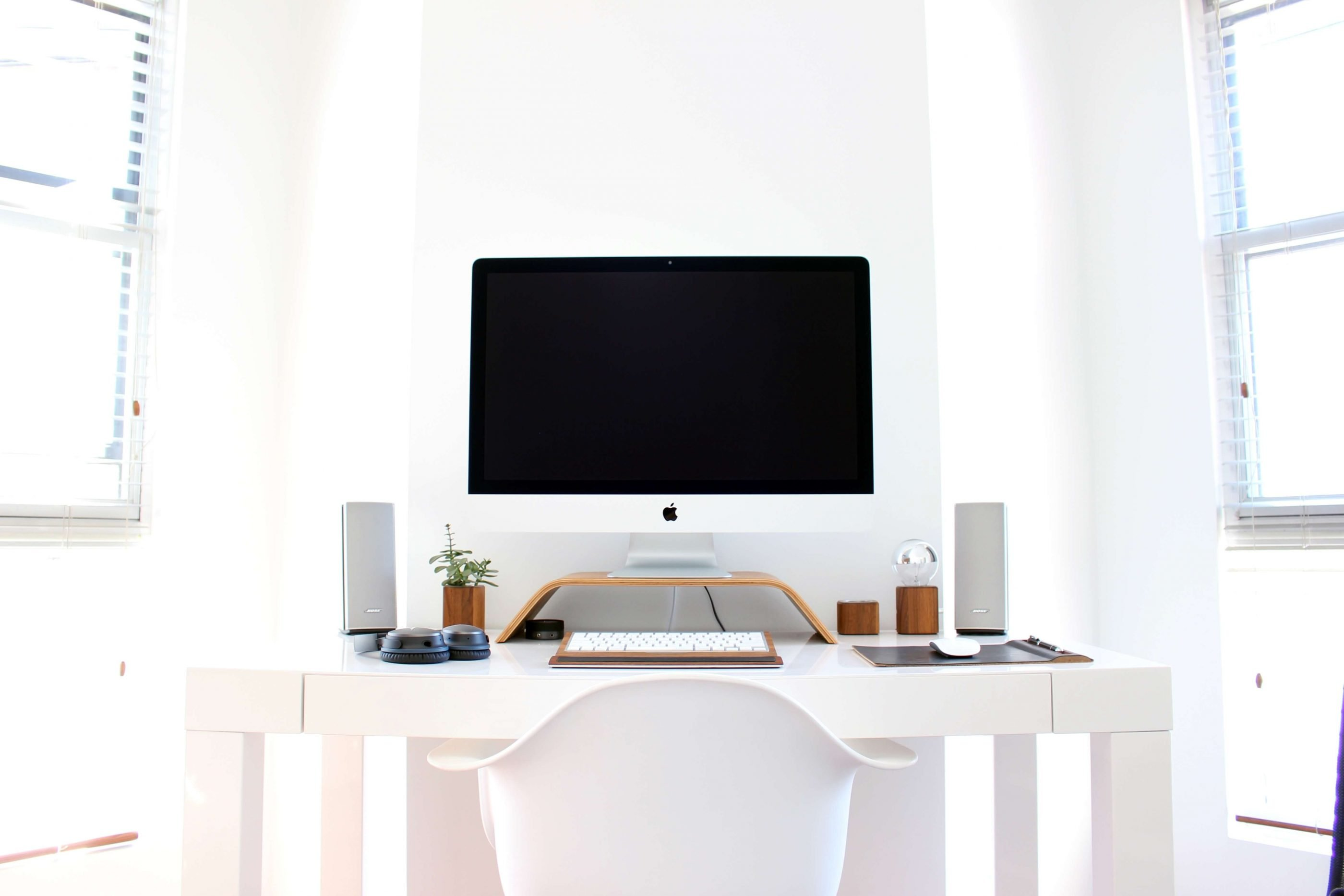 A clean desk can help you get back on track when you get distracted.